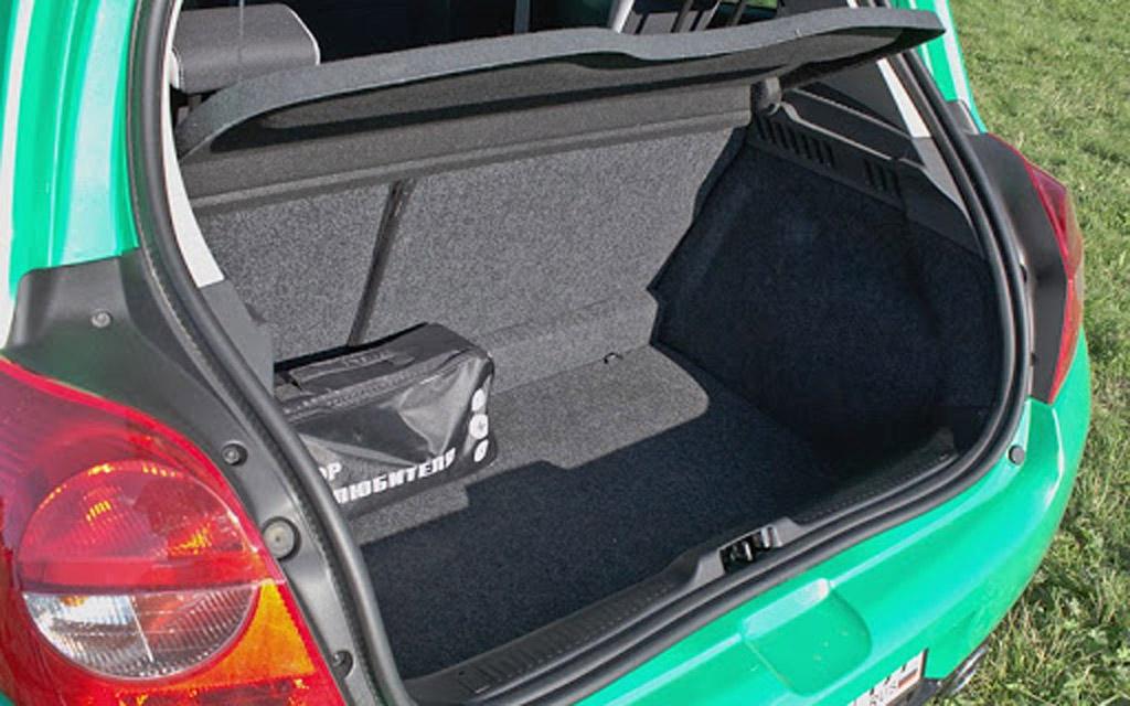 Renault Clio 2009 хэтчбек рестайлинг 5DR, багажное отделение