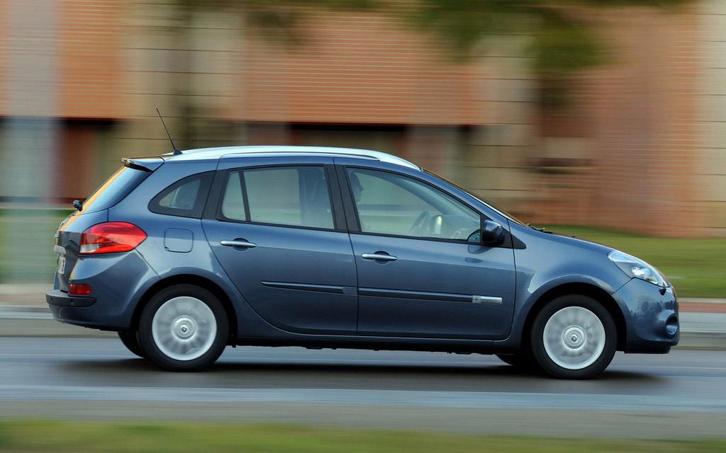 Renault Clio 2009 универсал рестайлинг, люк топливного бака