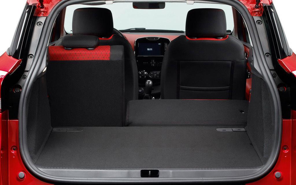 Renault Clio 2012 универсал, багажное отделение