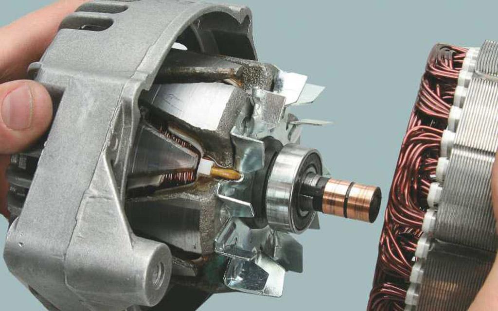 Статор и ротор генератора автомобиля