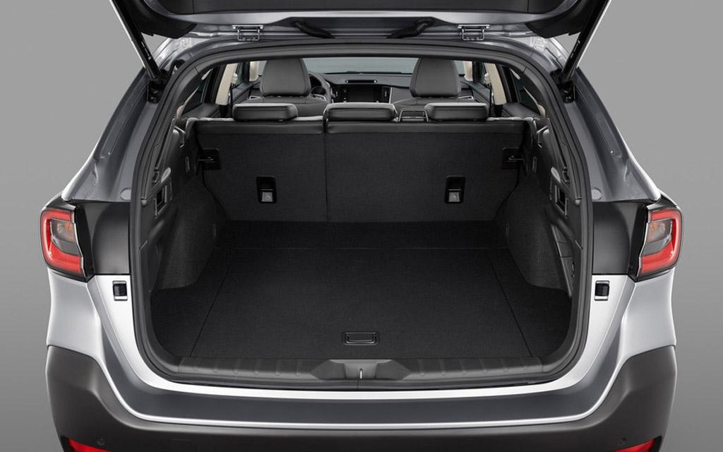Subaru Outback 2021, багажное отделение