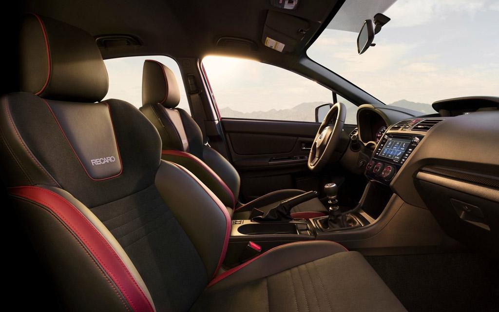 Subaru WRX 2020, интерьер седана