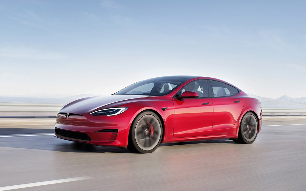 Tesla Model S 2021, вид спереди