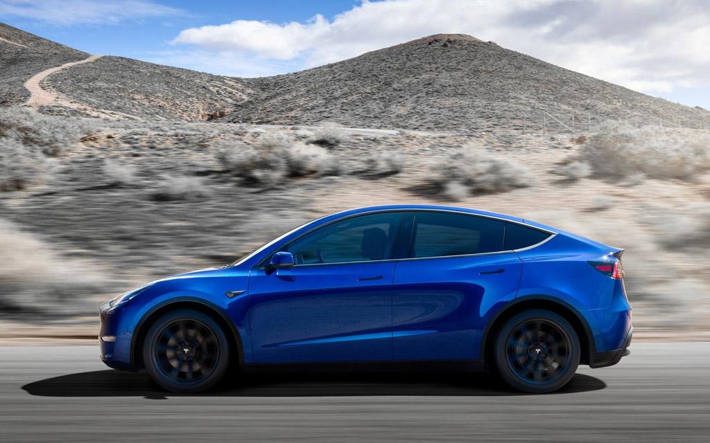 Tesla Model Y 2021, вид сбоку