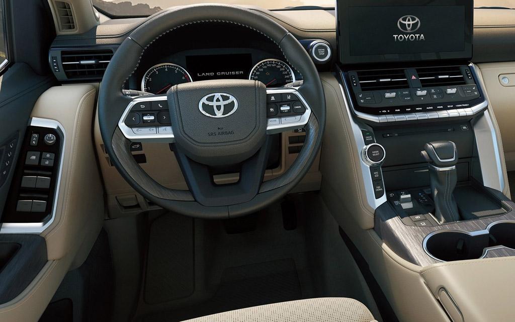 Toyota Land Cruiser 2022 в России, водительское место