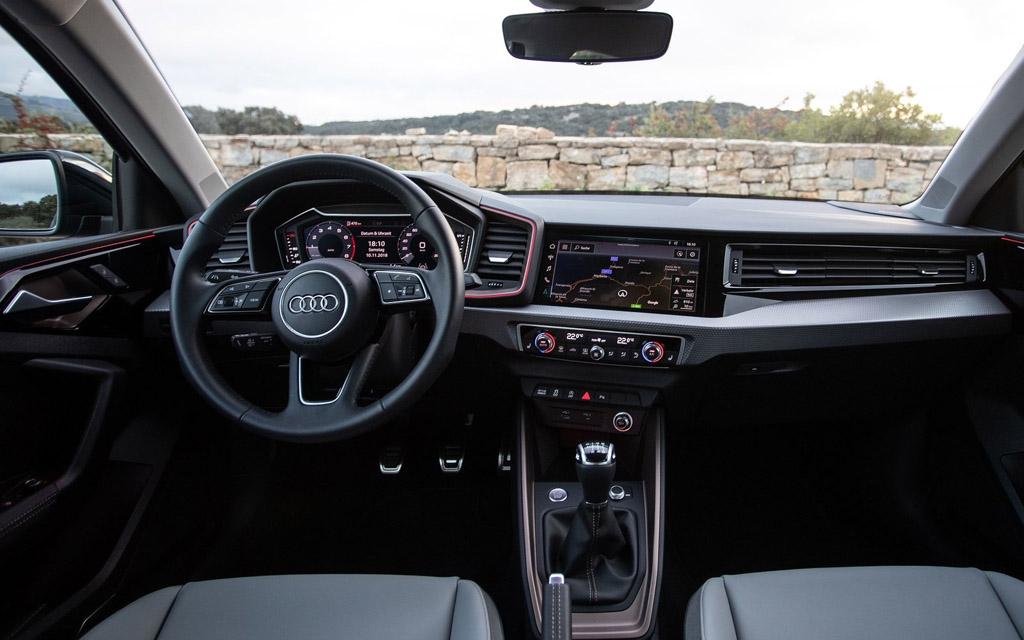Audi A1 Sportback 2019, передняя панель