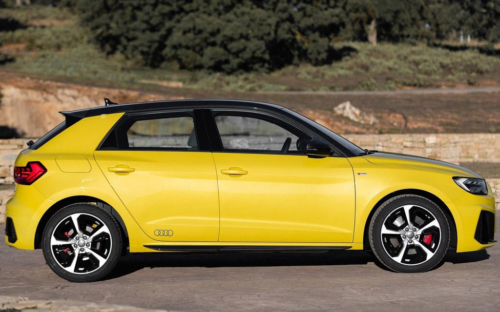 Audi A1 Sportback 2019, вид сбоку