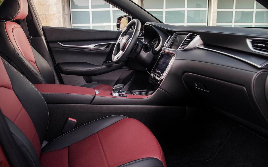 Infiniti QX55 2021, передние сиденья
