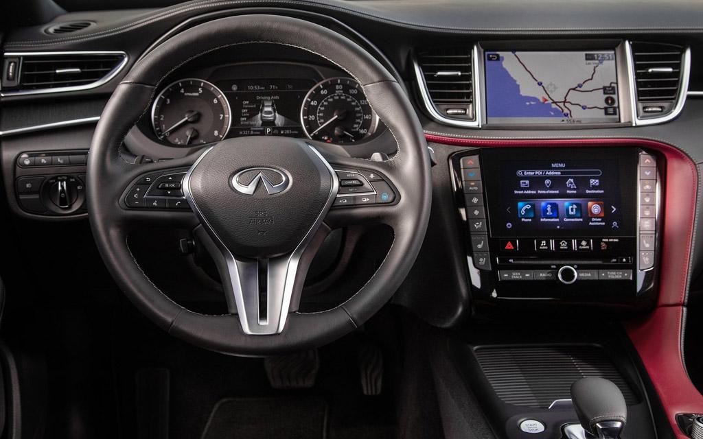 Infiniti QX55 2021, рулевое колесо и панель приборов