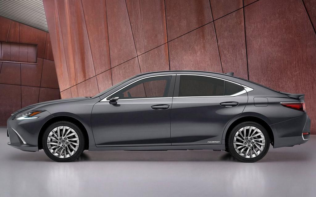 Lexus ES 2021, вид сбоку