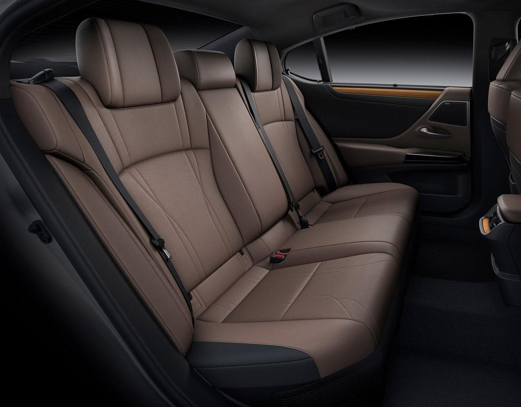 Lexus ES 2021, задние сиденья