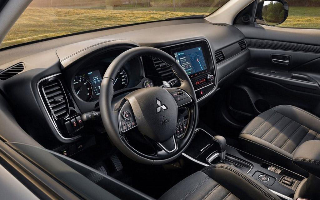 Mitsubishi Outlander 2021 в России, передняя панель
