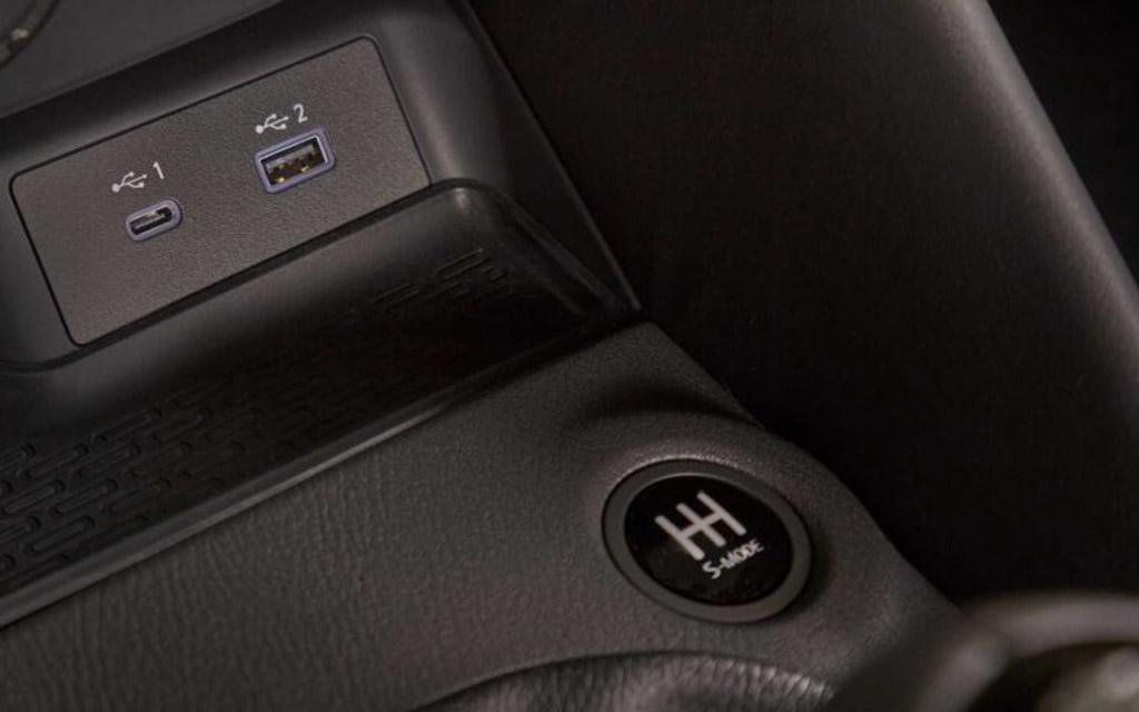 Nissan Z 2021, кнопка спорт режима