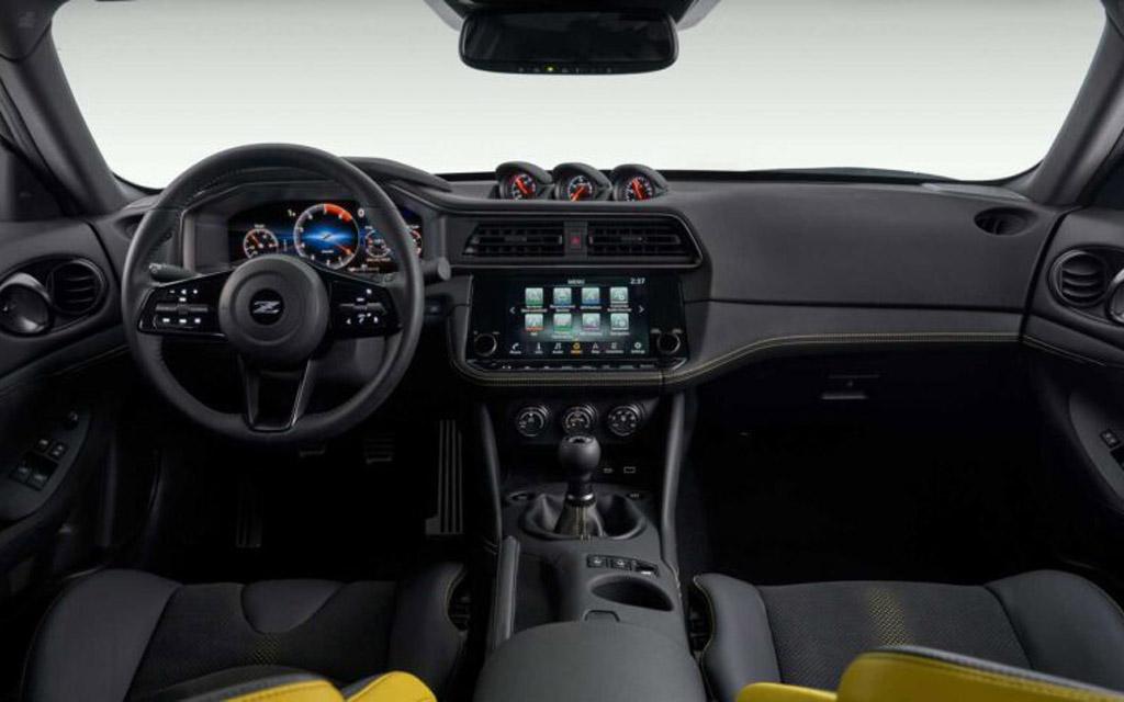 Nissan Z 2021, передняя панель
