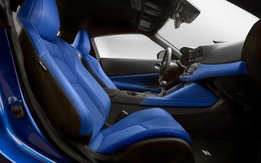 Nissan Z 2021, сиденья