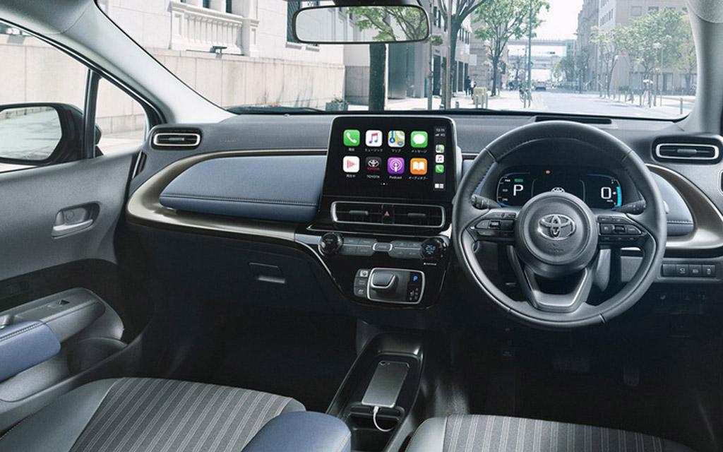 Новая Toyota Aqua 2022, передняя панель