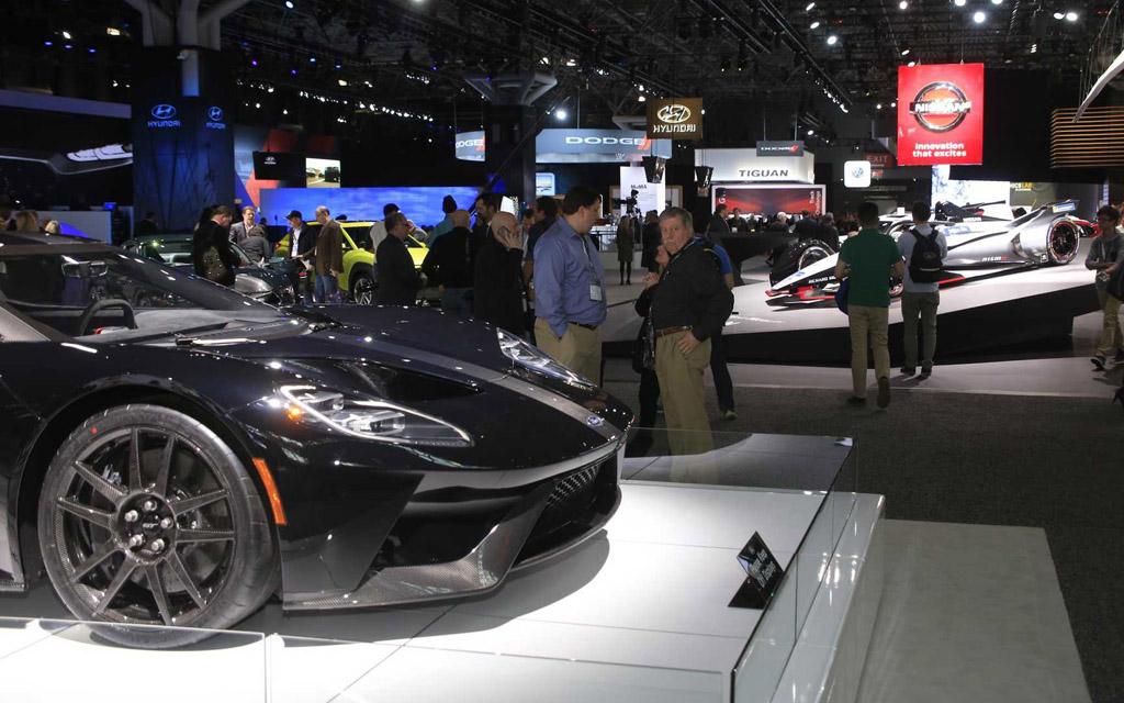 Новые автомобили на выставке в Нью-Йорке