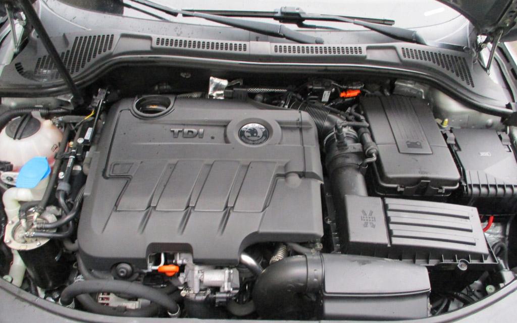 Skoda Superb 2013 лифтбек, двигатель