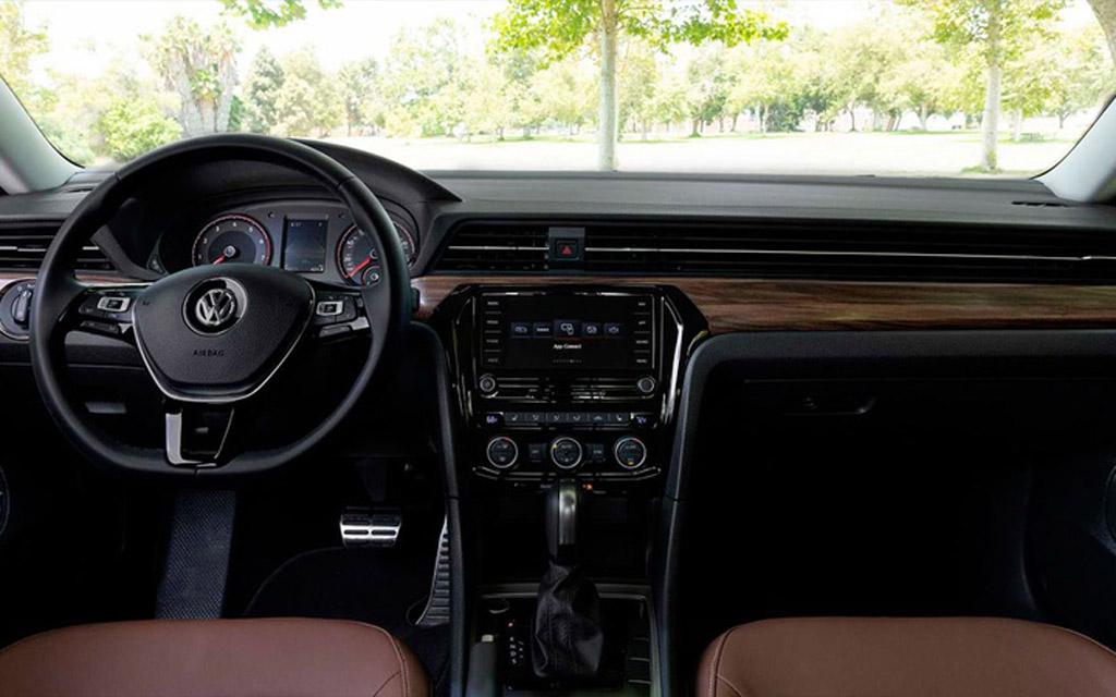 Volkswagen Passat 2022, передняя панель