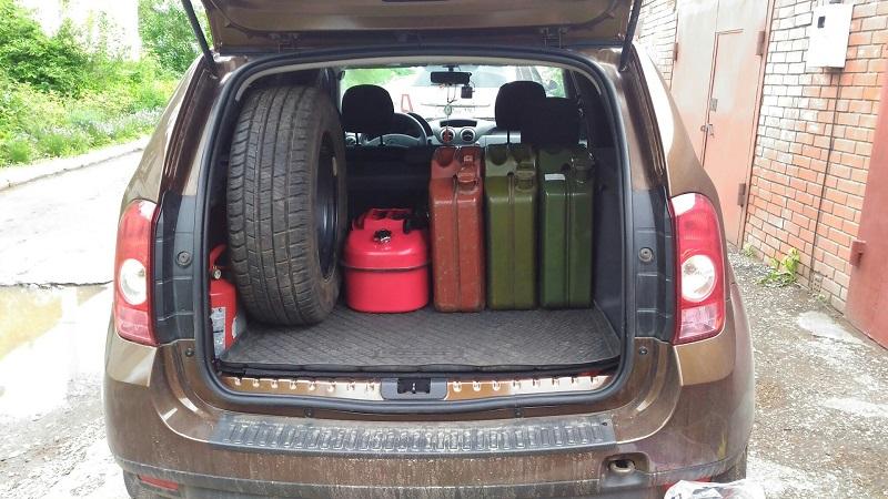 Как правильно перевозить бензин в автомобиле