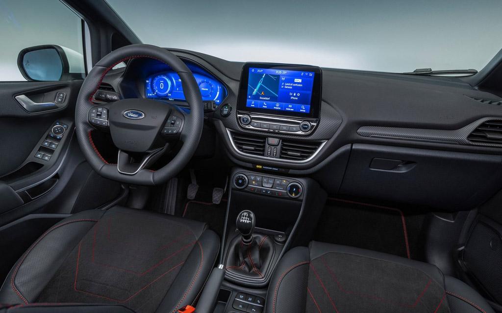 Ford Fiesta 2022, передняя панель