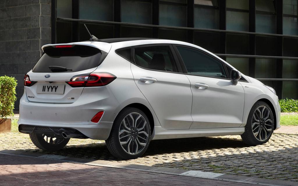 Ford Fiesta 2022, вид сзади