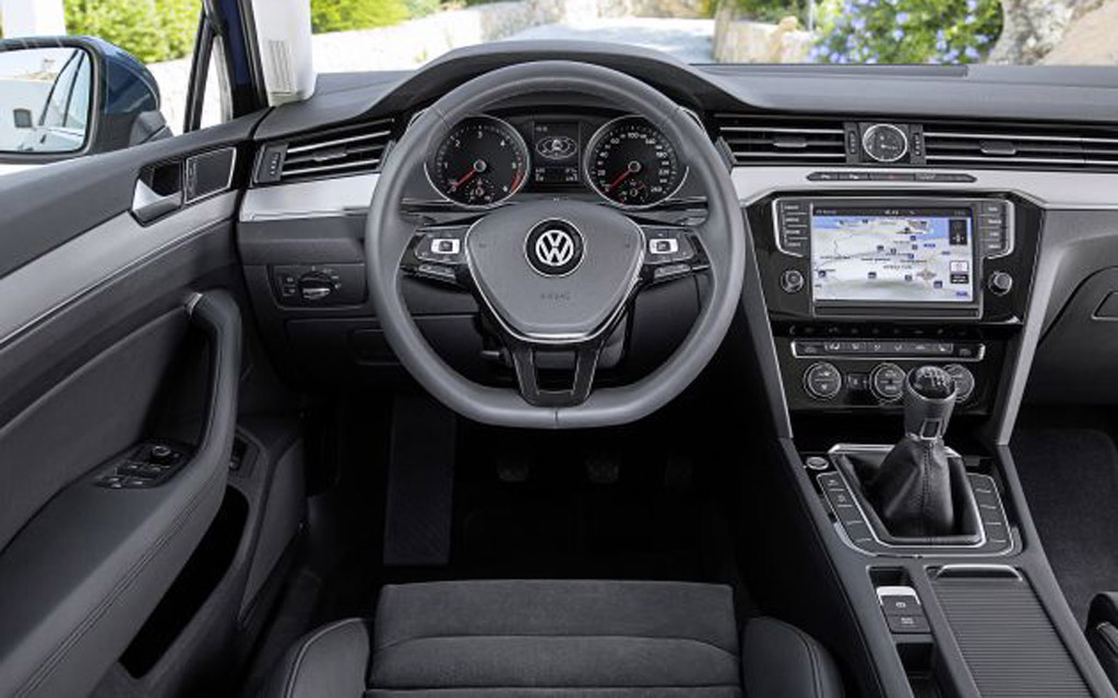 Интерьер Volkswagen с МКПП