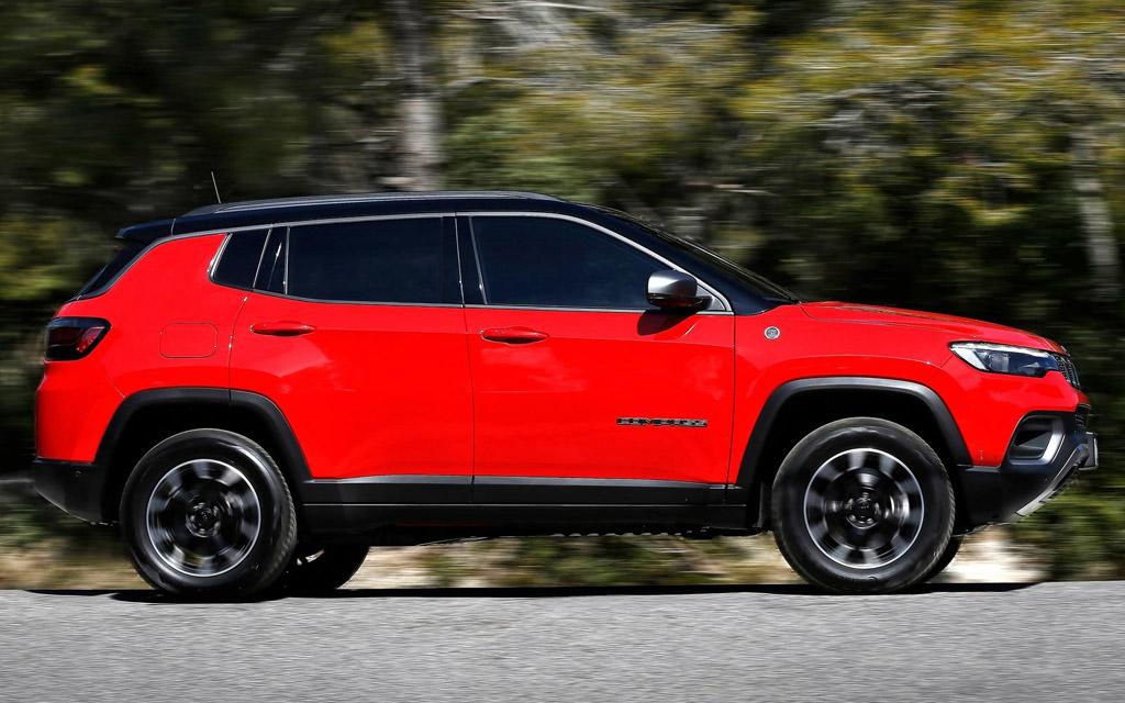 Jeep Compass 2022, боковая часть внедорожника