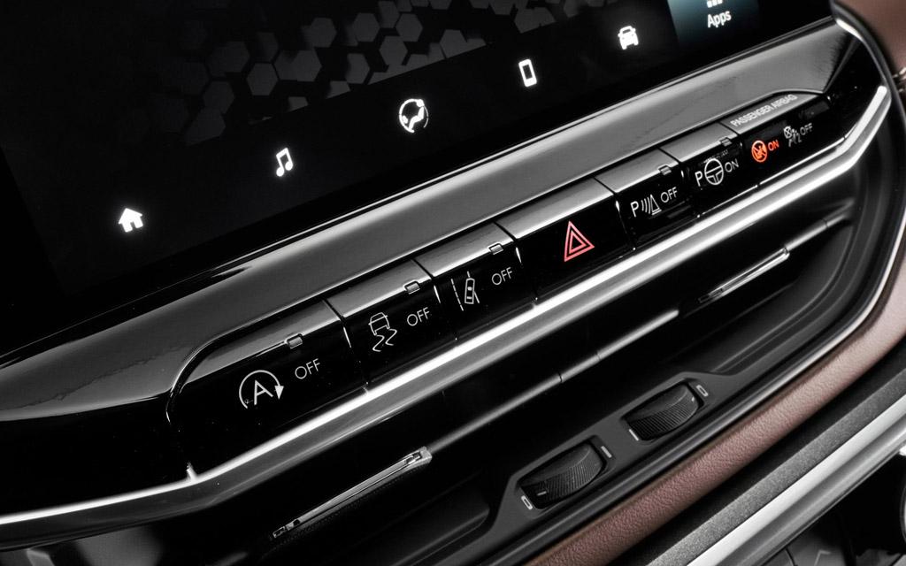 Jeep Compass 2022, кнопки под мультимедийкой