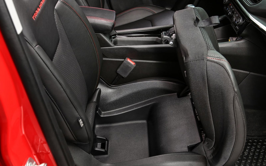 Jeep Compass 2022, отсек под передним сиденьем