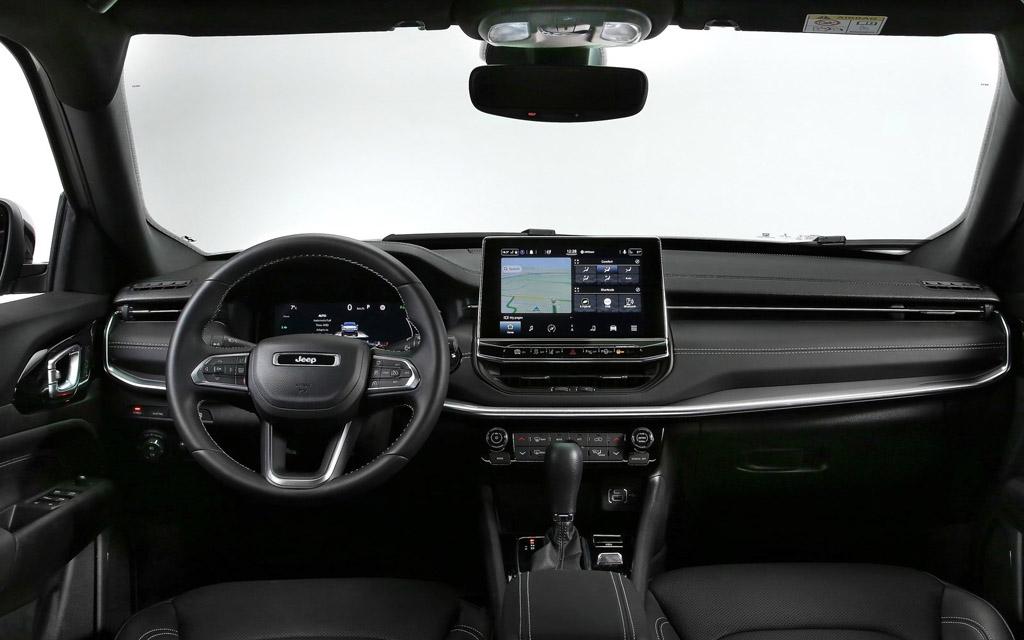 Jeep Compass 2022, передняя панель