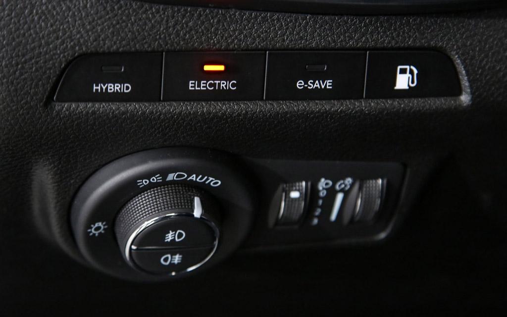 Jeep Compass 2022, управление гибридным двигателем