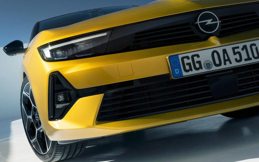 Opel Astra 2022, LED ходовые огни