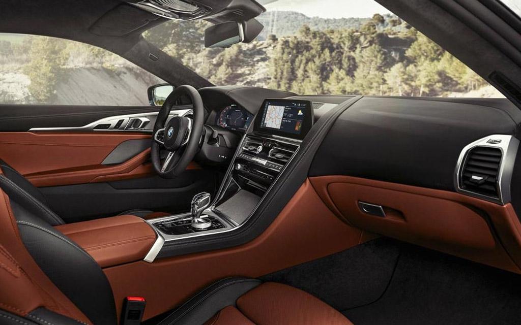 BMW X7 2021, передняя панель