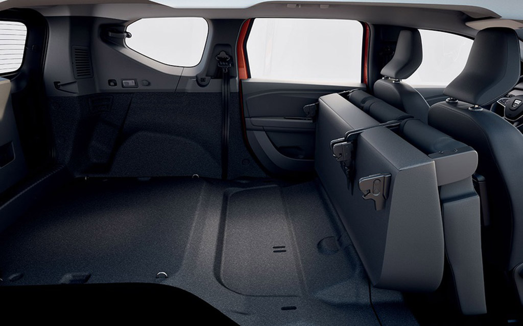 Dacia Jogger 2022, снят третий ряд сидений