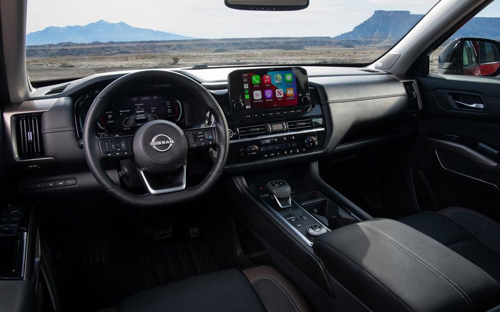 Nissan Pathfinder 2022, передняя панель