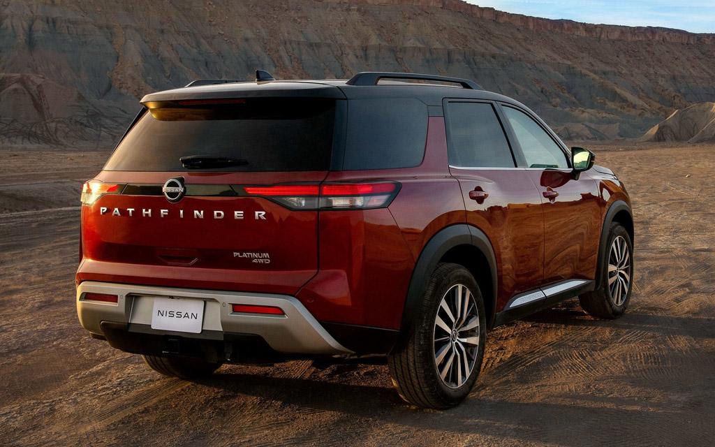 Nissan Pathfinder 2022, вид сзади