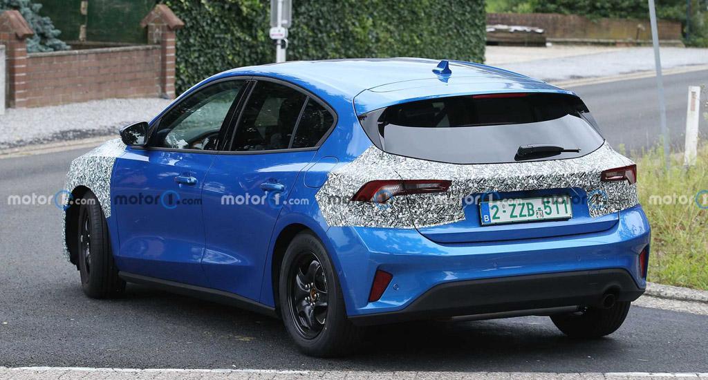 Обновленный Ford Focus 2022, вид сзади