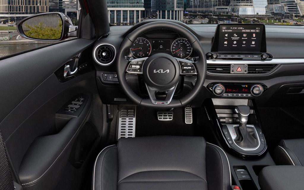 Обновленный Kia Cerato 2022, передняя панель