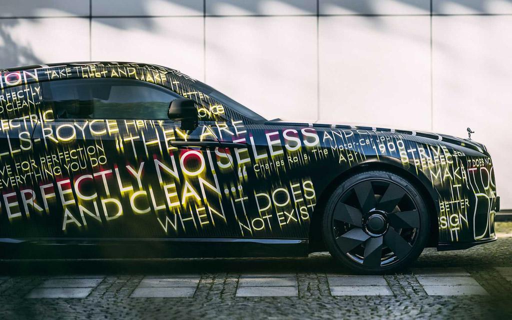 Rolls Royce Spectre, вид сбоку