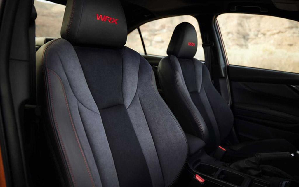 Subaru WRX 2022, передние сиденья